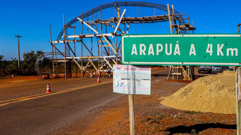Três Lagoas: Portal do Distrito de Arapuá começa a ganhar forma