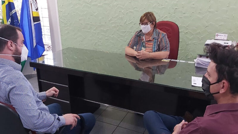 Castilho: Prefeita Fátima apresenta novo médico do ambulatório psicossocial
