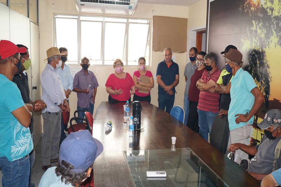 Castilho: Monta força tarefa para ajudar assentados prejudicados com incêndio